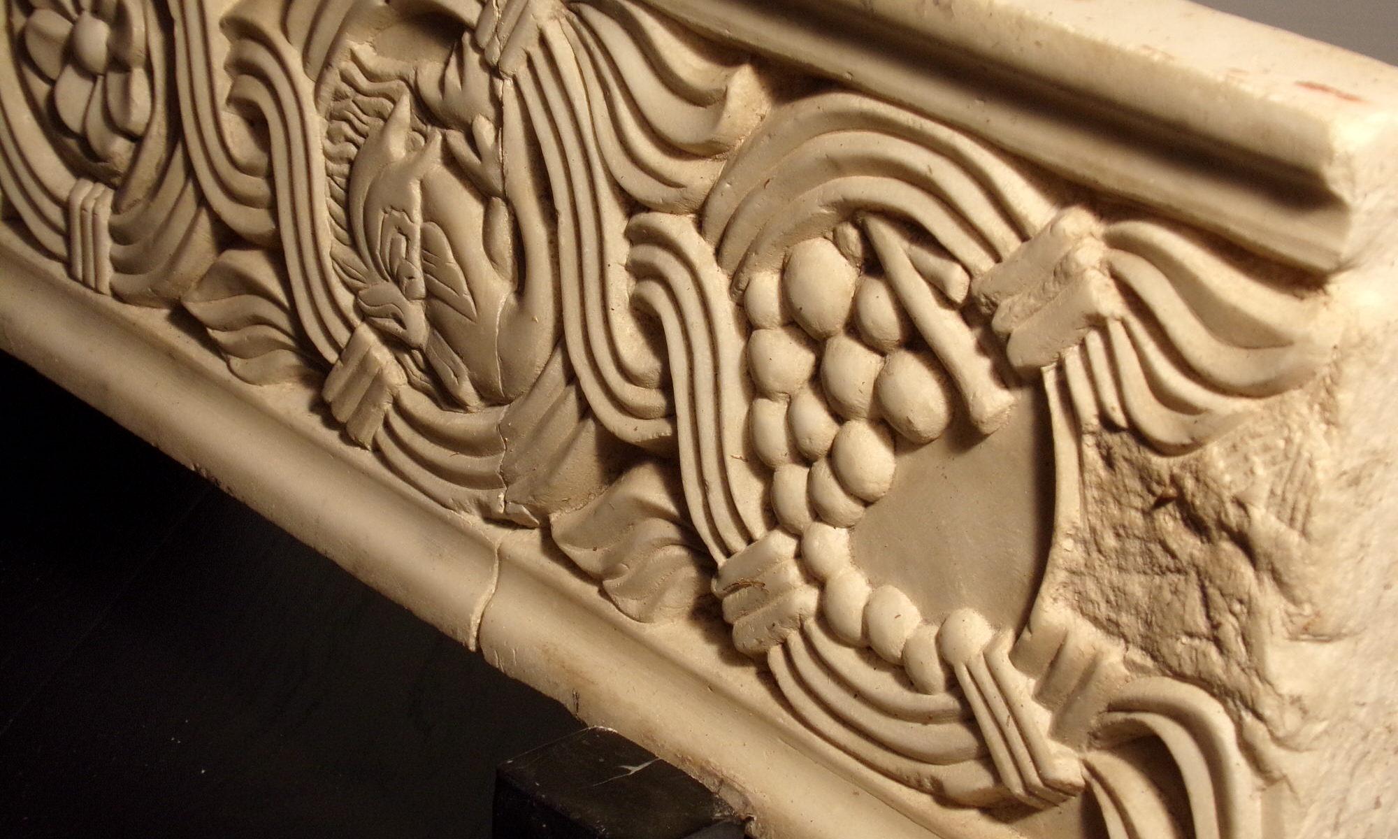 Frammento decorativo marmo antico con bassorilievo in stile bizantino