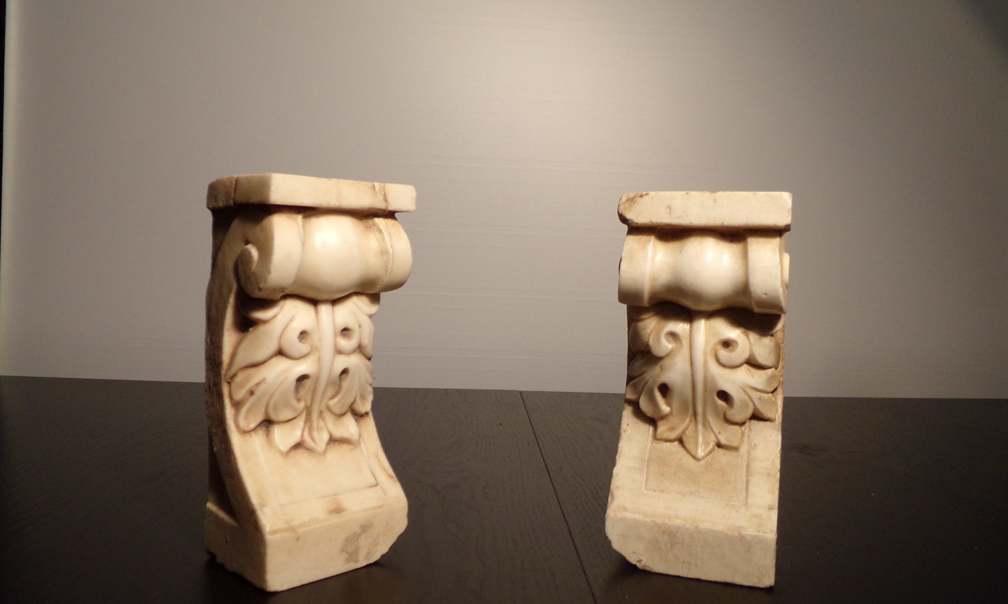 Capitelli in marmo antico scolpiti a mano
